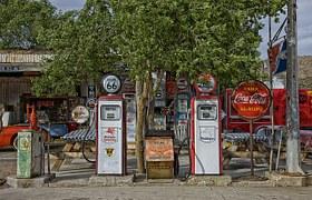 vintage-gas-station-392743__180