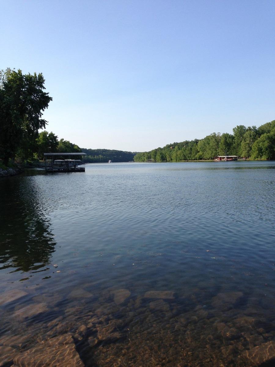 lake-662607_1920