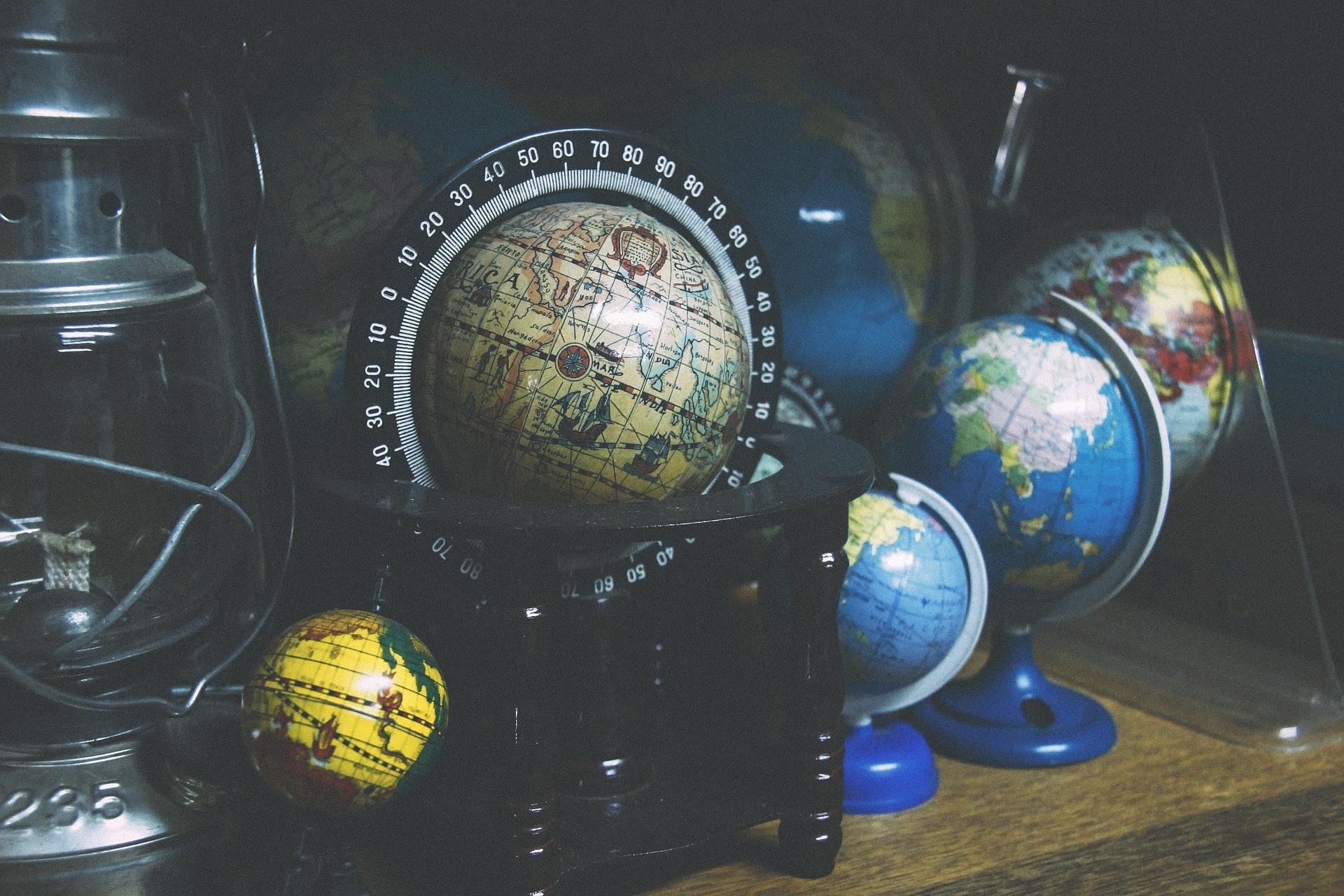 globes-918929_1920