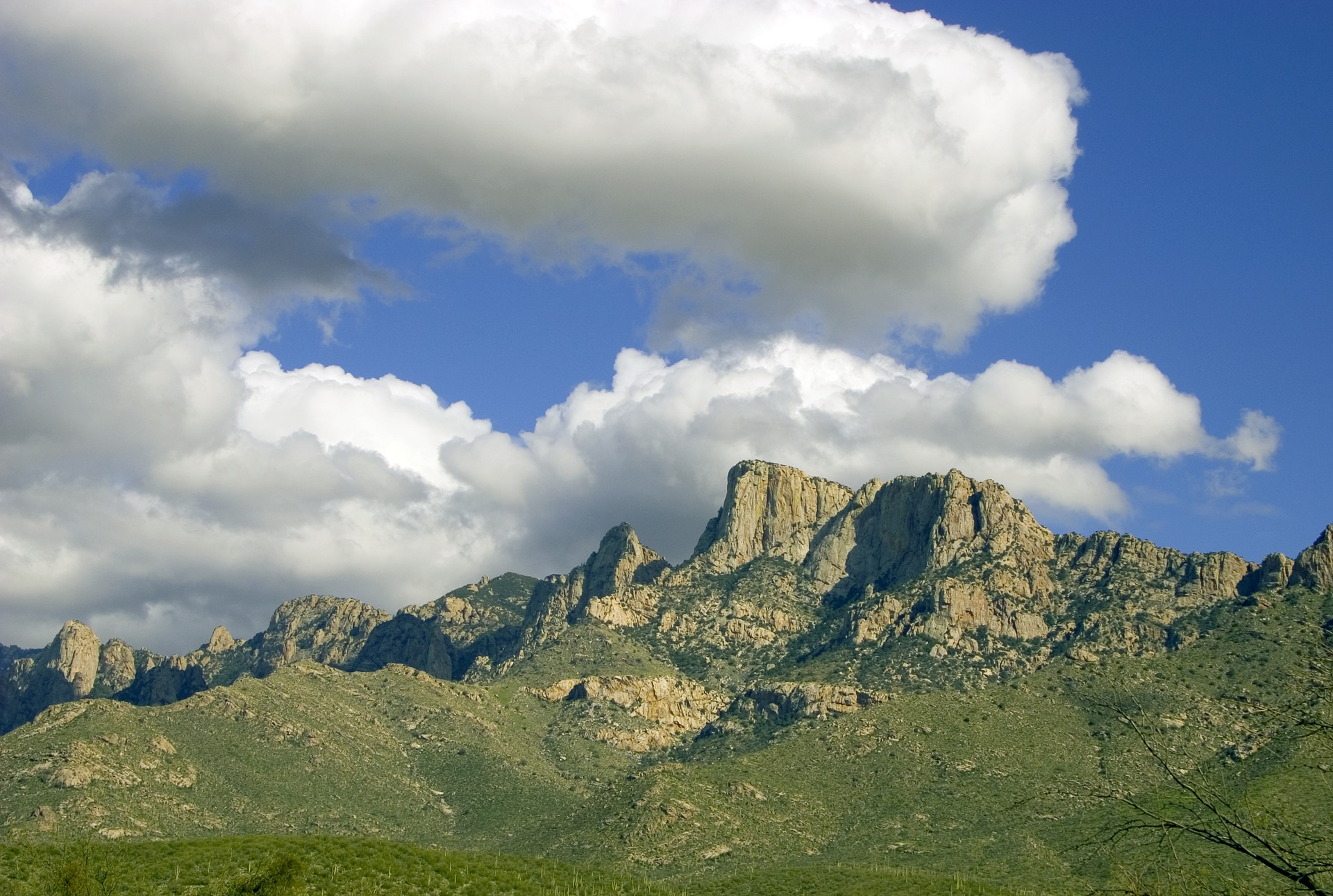 catalina-mountains-tucson-2928436_1920